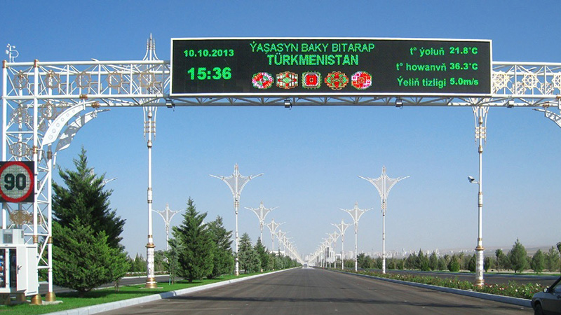 Wide traffic signs in Turkmenistan and Russia